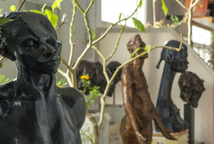 Sculptures exposées dans l'atelier